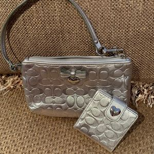 COACH WRISTLET & MATCHING MIRROR